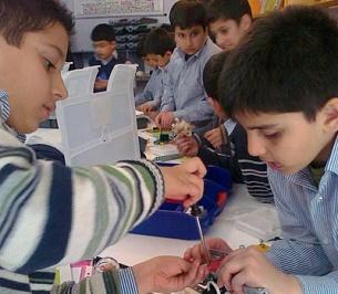 دورههای مدرسه ای آموزش روباتیک به دانش آموزان