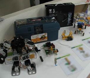 وسایل رباتیک در نمایشگاه رباتیک مدرسه