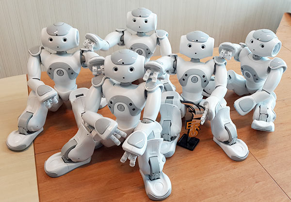 ربات انسان نمای نائو نسخه ربوکاپ NAO RoboCup Edition