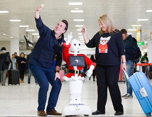 ربات پپر در فرودگاه