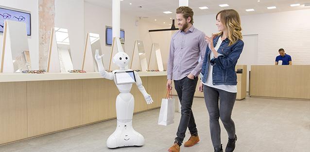 ربات اجتماعی و تعاملی پپر مانند یک انسان صحبت می کند