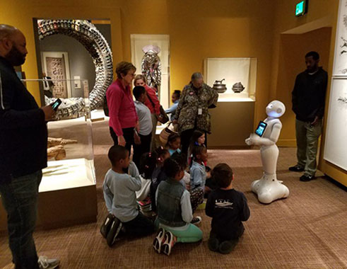 ربات سرویس رسان پپر در موزه