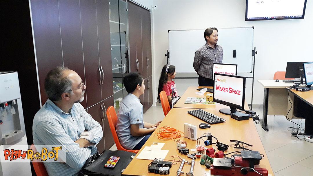 makerspace, کارگاه آشنایی با رباتیک باری کودکان