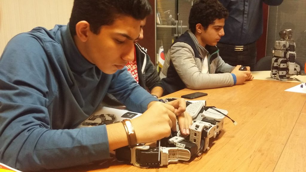کلاس ربات انسان نما و ربات انسانی و کدنویسی با ربات