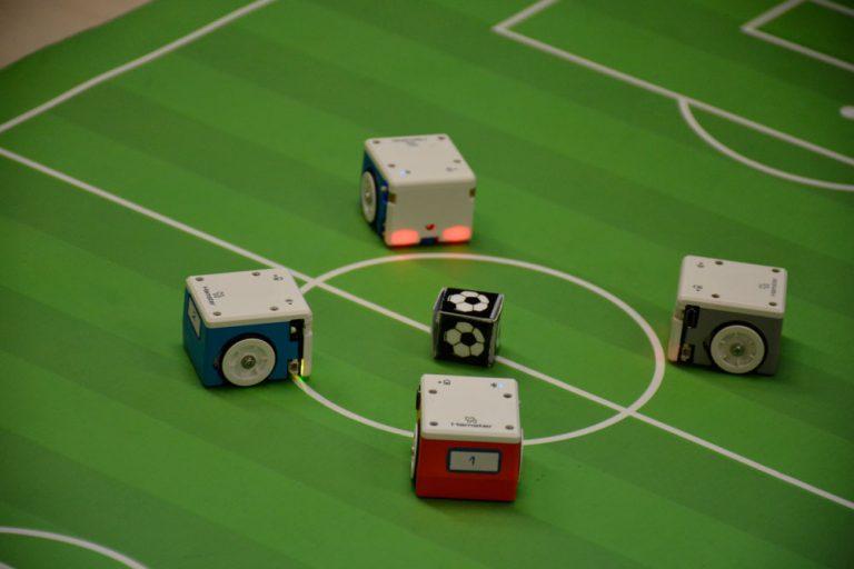 ربات فوتبالیست با اسکرچ scratch