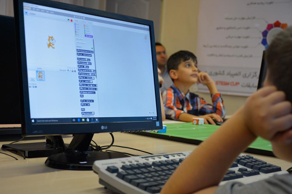 آموزش کد نویسیی با ربات و Scratch
